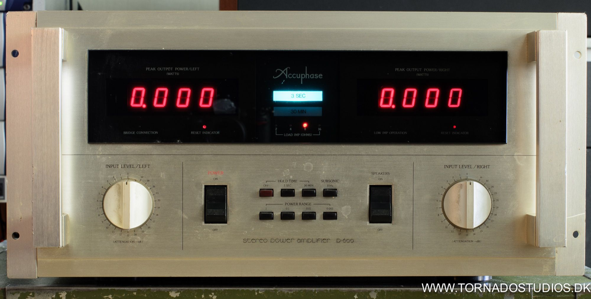 Yamaha NS-10, Accuphase D600 amp